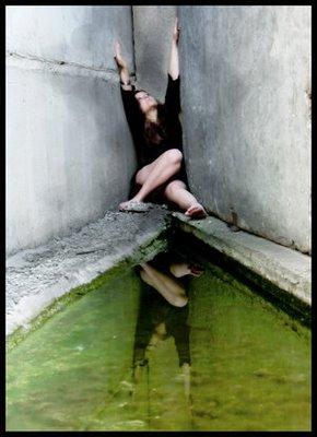 http://2.bp.blogspot.com/_EQrP4TGPSxU/SeubkkxmIQI/AAAAAAAAAOk/iZHU7xCYjwI/s400/Trapped_In_A_Corner_by_EROzia.jpg